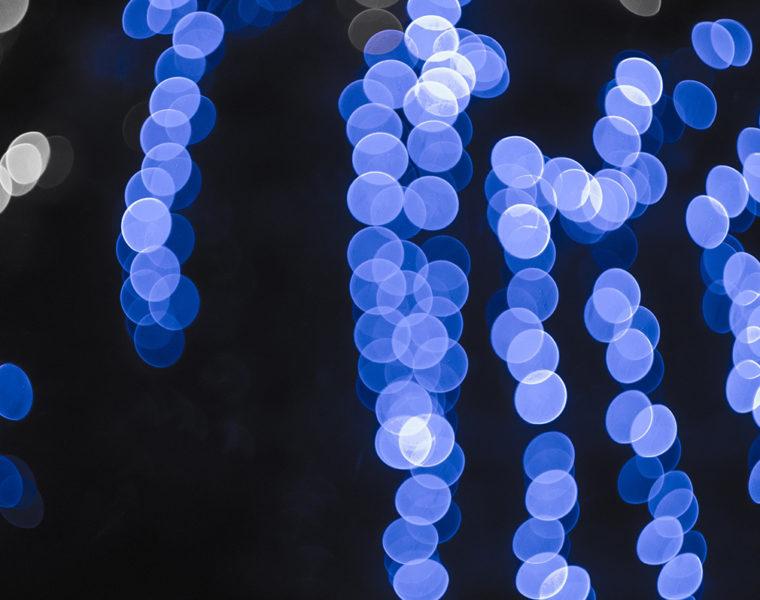 Imagen de luces azules para ilustrar el encendido de las luces de navidad en alzamora