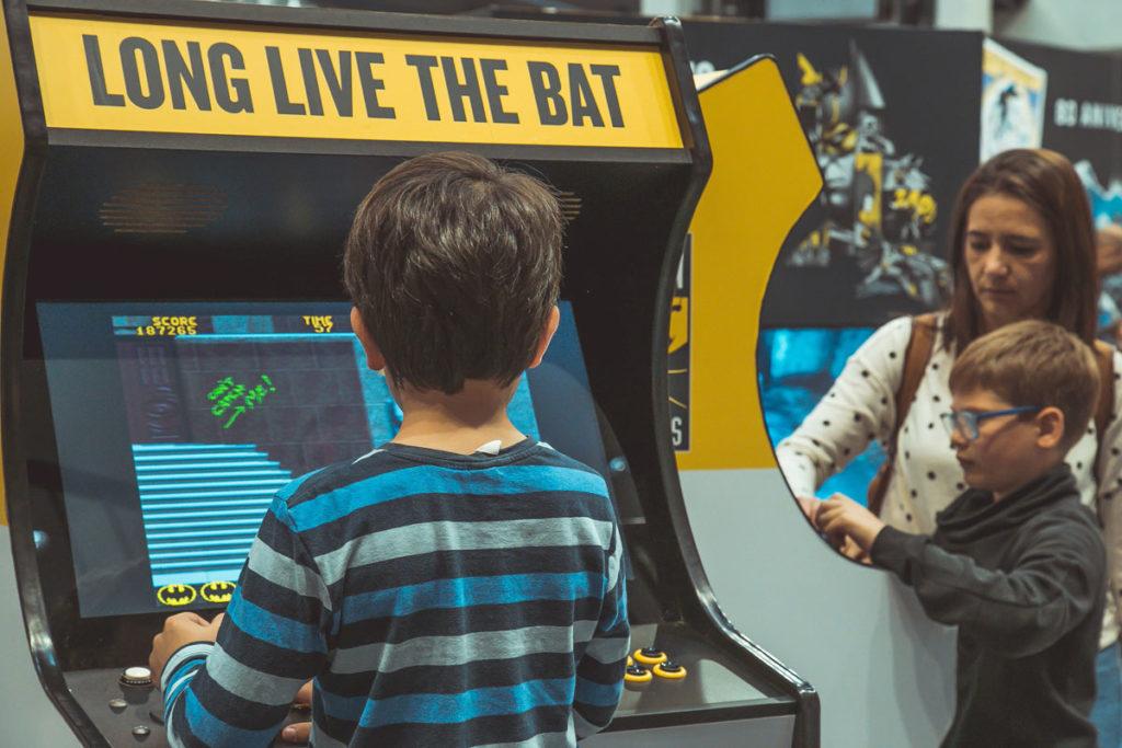 Máquinas arcade para disfrutar del 80 aniversario de Batman en Alzamora
